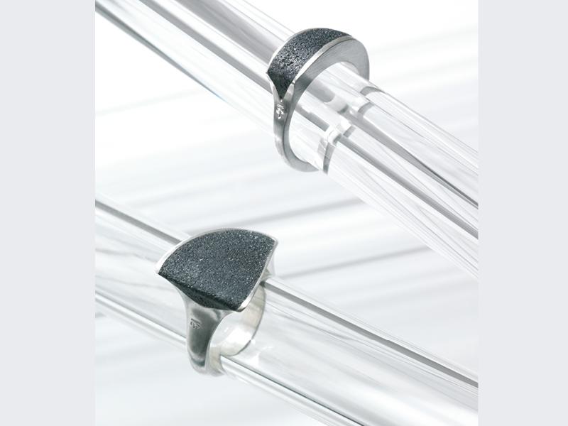 Conny Kokot, Hagen, Forum Design H2.304, 2 Ringe, Silber mit Platinherz